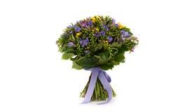 Um ramalhete das flores em um fundo branco Imagens de Stock