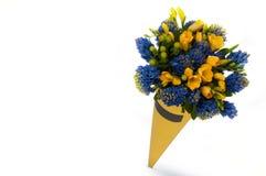 Um ramalhete das flores em um fundo branco Imagem de Stock