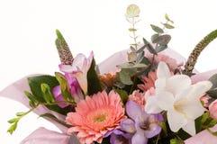 Um ramalhete das flores em um fundo branco Fotografia de Stock Royalty Free
