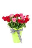 Um ramalhete vermelho cor-de-rosa das rosas Foto de Stock