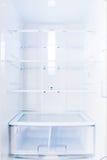 Um refrigerador baseado home aberto com prateleiras vazias Imagem de Stock Royalty Free