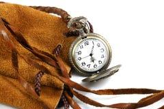 Um relógio no saco de couro Imagens de Stock
