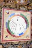 Um relógio de sol moderno e colorido Fotos de Stock