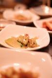 Um restaurante coreano tradicional com os vários pratos laterais Pratos laterais da refeição coreana do sprou vegetal do feijão d Fotos de Stock