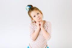 Um retrato brilhante de uma menina muito agradável Imagens de Stock