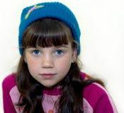Um retrato da menina em um fundo branco Imagens de Stock