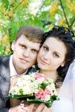 Um retrato da noiva e do noivo felizes Fotografia de Stock Royalty Free