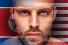 Um retrato de um homem sério novo, cujos nos olhos são refletidas as bandeiras nacionais imagem de stock royalty free