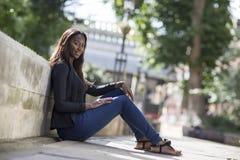 Um retrato de uma mulher afro-americano Imagens de Stock Royalty Free