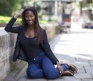 Um retrato de uma mulher afro-americano Foto de Stock Royalty Free