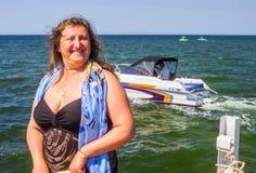 Um retrato de uma mulher em um mar Imagem de Stock
