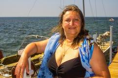 Um retrato de uma mulher em um mar Fotos de Stock Royalty Free