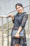 Um retrato de uma mulher de negócio asiática nova bonita foto de stock