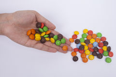 Um retrato do chocolate espalhado dos doces, isola o fundo branco Imagens de Stock