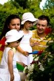 Um retrato do close up de uma família feliz imagem de stock royalty free