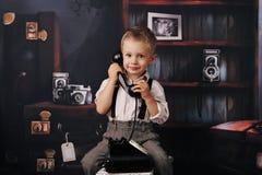 Um retrato do rapaz pequeno foto de stock