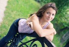 Um retrato do sorriso bonito da rapariga Imagem de Stock