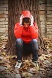 Um revestimento deprimido do adolescente seus próprios problemas. Fotos de Stock Royalty Free