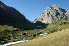 Um rio e um pico Imagem de Stock