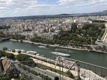 Um rio em Paris fotografia de stock royalty free