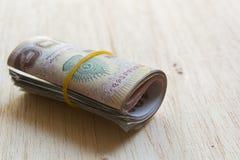 Um rolo do dinheiro tailandês. imagens de stock royalty free
