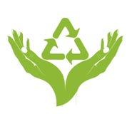 Um símbolo do recicl nas mãos fêmeas. Vetor. Fotografia de Stock