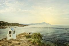 Um símbolo religioso diminuto de Grécia sob a forma de uma igreja o Foto de Stock Royalty Free