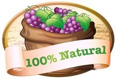 Um saco de uvas frescas com uma etiqueta natural Imagem de Stock Royalty Free