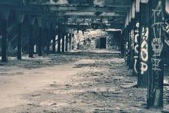 Um salão abandonado Fotografia de Stock