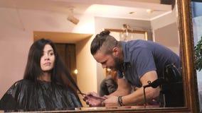 Um salão de cabeleireiro filme