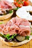 Um sanduíche aberto do bagel Imagens de Stock