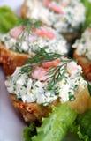 Um saudável enriquece o sanduíche com camarões Imagem de Stock Royalty Free