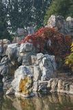 Um sculputre de pedra em um parque fotografia de stock royalty free