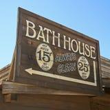 Um sinal da casa do banho do quadro de madeira do vintage Imagem de Stock Royalty Free