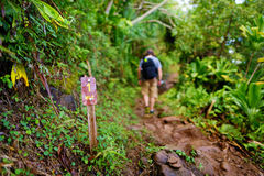 Um sinal da milha na fuga de Kalalau em Kauai Imagens de Stock Royalty Free