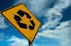 Um sinal do recicl Fotografia de Stock Royalty Free