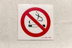 Um sinal não fumadores foto de stock royalty free