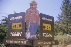 Um sinal que leia o ½ alto do ¿ do todayï do perigo do fogo do ½ do ¿ do ï Fotografia de Stock Royalty Free
