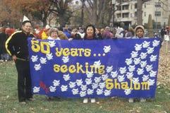 Um sinal que leia o ½ do ¿ do ï 50 anos que procuram o ½ do ¿ de Shalomï Imagem de Stock