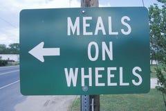 Um sinal que leia refeições do ½ do ¿ do ï no ½ do ¿ do wheelsï imagem de stock