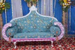 um sofá do casamento imagem de stock
