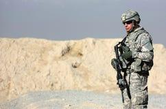Um soldado ao ar livre