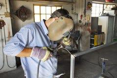 Um soldador do mecânico Fotos de Stock