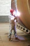 Um soldador está funcionando Imagem de Stock