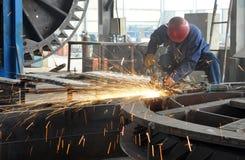 Um soldador está funcionando Fotografia de Stock