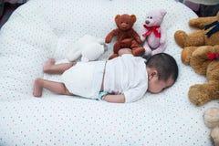 Um sono recém-nascido do mês na cobertura Fotografia de Stock Royalty Free