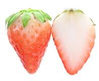 um Strawberriy Metade-maduro e uma metade Fotografia de Stock