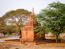 Um stupa do tijolo em Bagan Archaeological Zone em Myanmar Imagens de Stock Royalty Free