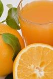 Um sumo de laranja fresco. Imagem de Stock