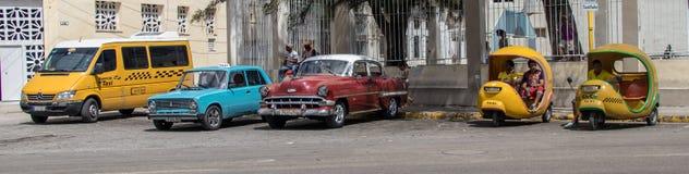 Um suporte de táxi em Cuba fotos de stock